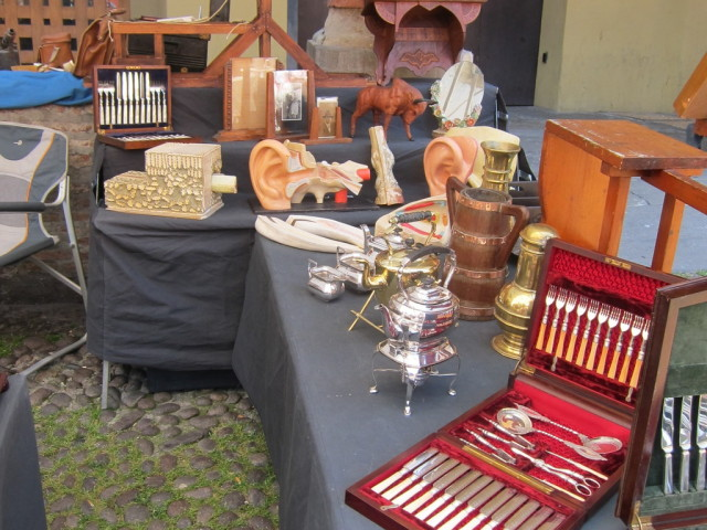 Vintage British silverware and doctor's office exhibits  at this booth. Strange combination.
