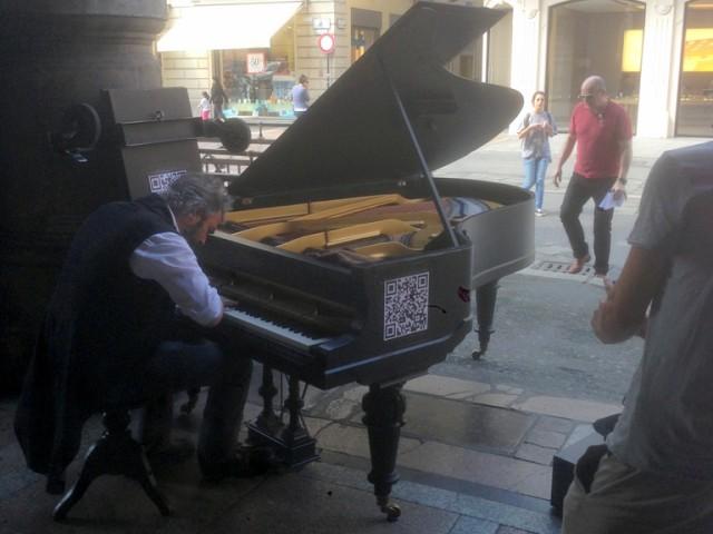 Piano man near piazza Maggiore
