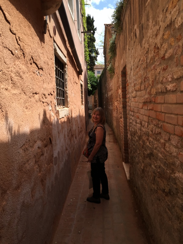Yes, the streets (calle) in Venice can be quite small