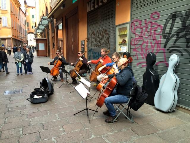 5, count 'em 5 cellists along via Clavature