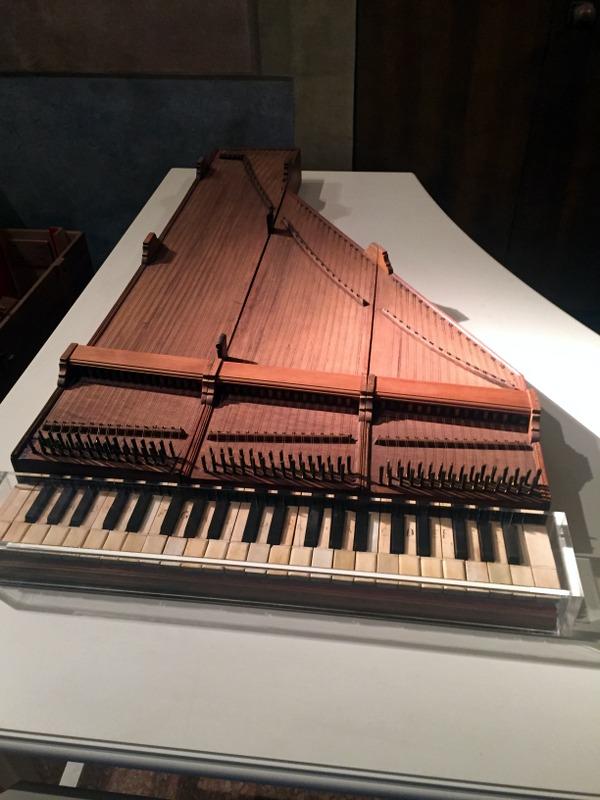 Folding piano! Comes with a case. Un pianoforte pieghevole> Viene con un contenitore.