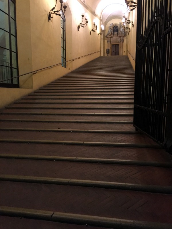 The stairs (La scalinata)