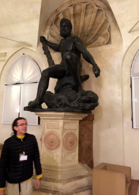 Hercules and the tour guide (Ercole e la guida turistica)