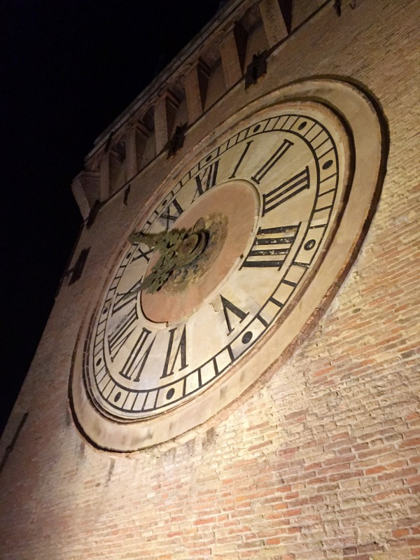 The clock close up (l'orologio da vicino)